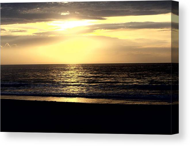 Ocean Canvas Print featuring the photograph Day Break 2 by FD Brake