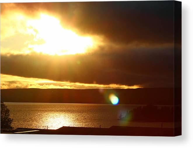 Sunset Canvas Print featuring the photograph Heaven Flare by Reese Wallace
