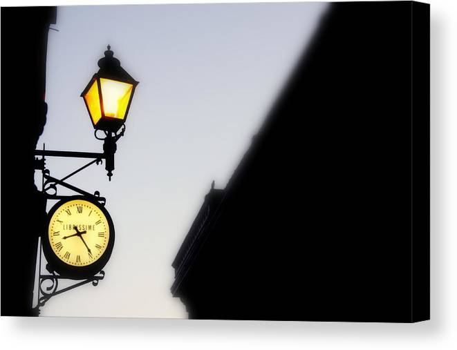 Horlage Canvas Print featuring the photograph Horlage by Russell Styles