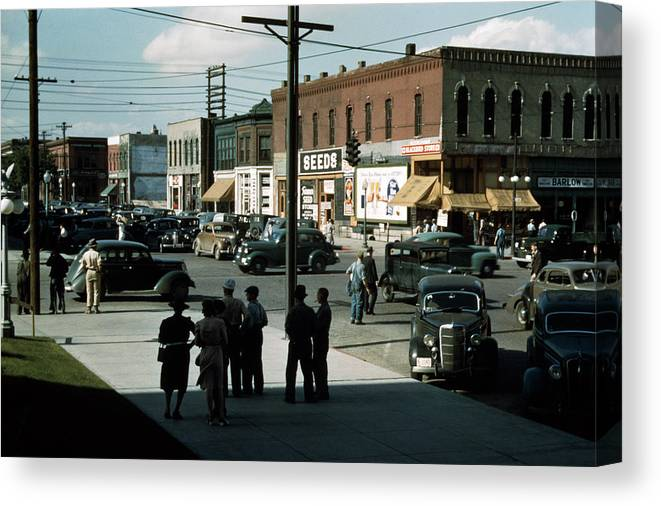 1940s Canvas Print featuring the photograph Lincoln, Nebraska, Seed And Feed Store by Everett