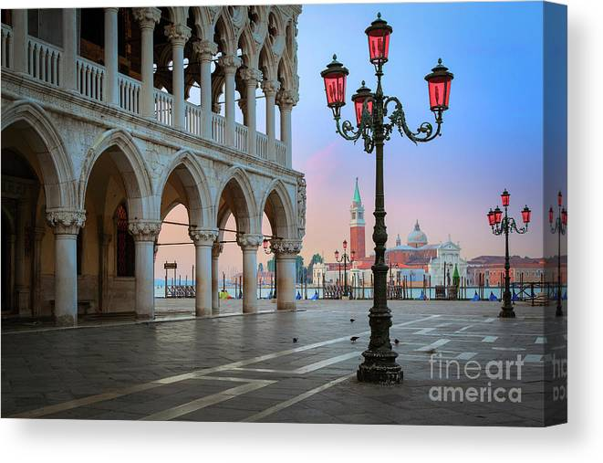 Doge's Palace Canvas Print featuring the photograph Palazzo Ducale by Inge Johnsson