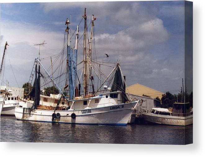 Travel Canvas Print featuring the photograph Sponge Boat by William Thomas