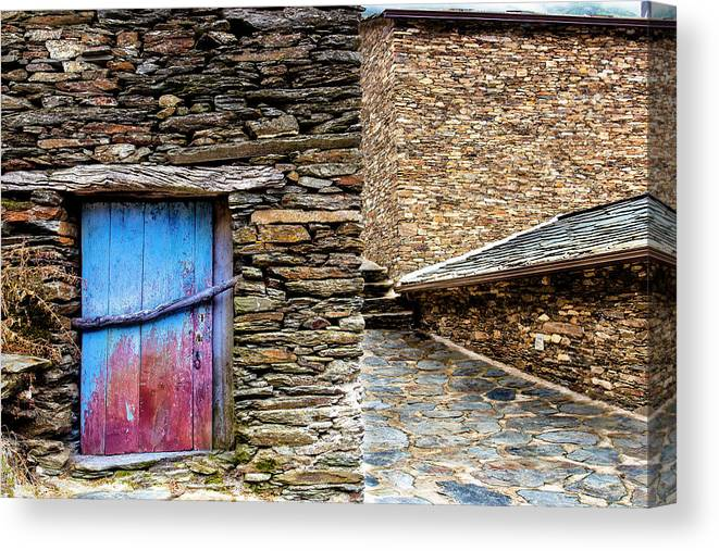 Construction Canvas Print featuring the photograph Stone By Stone by Edgar Laureano