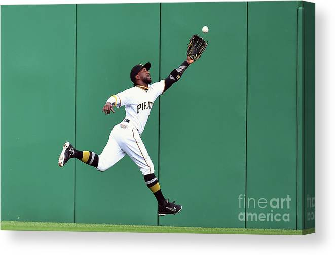 People Canvas Print featuring the photograph New York Yankees V Pittsburgh Pirates 1 by Joe Sargent