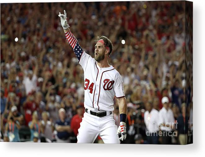 Three Quarter Length Canvas Print featuring the photograph T-mobile Home Run Derby 4 by Patrick Smith