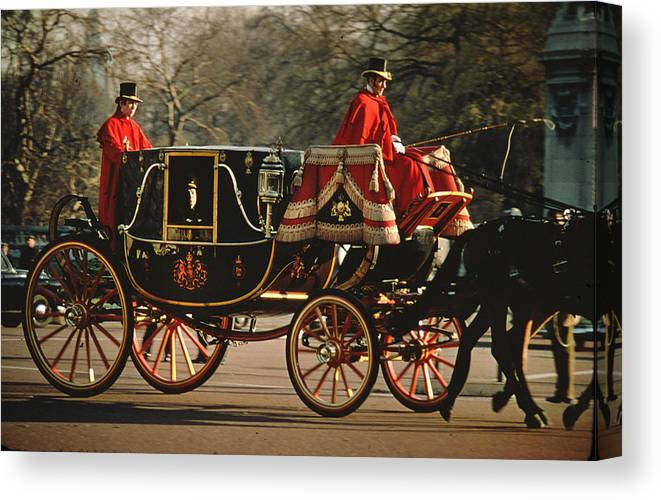 Royal Carriage Canvas Print featuring the photograph Churchill Arrives At Buckingham Palace by Carl Purcell