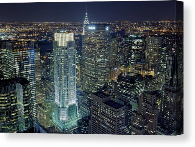 Metropolitan Life Insurance Company Tower Canvas Print featuring the photograph Madison Avenue by Terence Chang