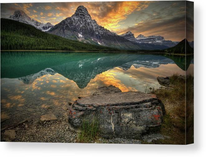 Scenics Canvas Print featuring the photograph Mt Chephren Sunset by Howard Kilgour