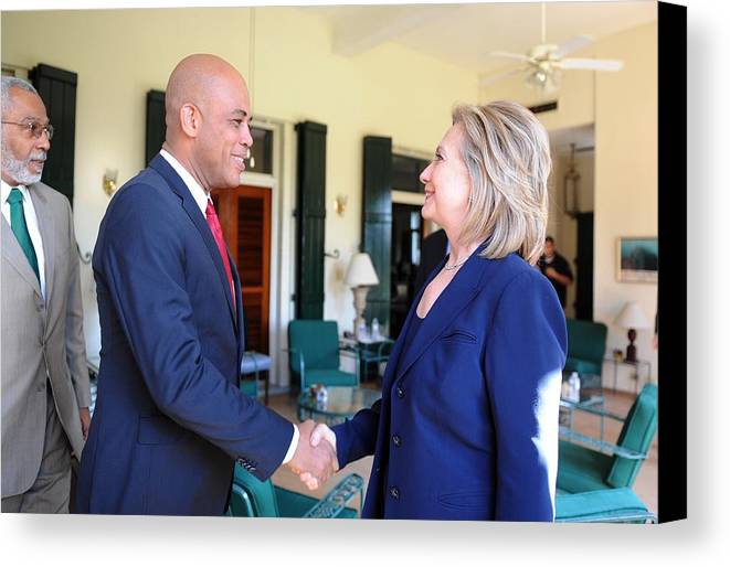 History Canvas Print featuring the photograph Hillary Clinton Meets With Haitian by Everett