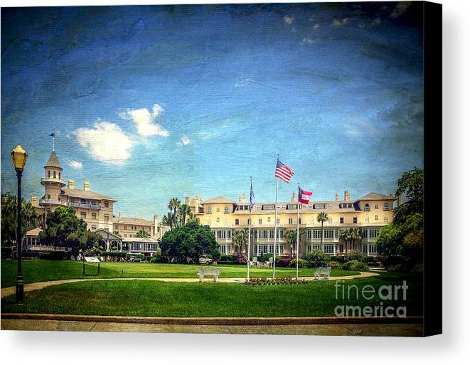 Hotel Canvas Print featuring the photograph Jekyll Island Club Hotel by Joan McCool