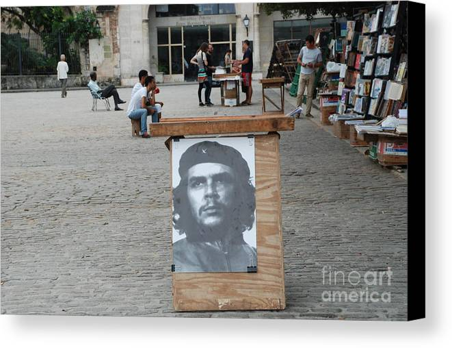 Cuba Canvas Print featuring the photograph Che by Jim Goodman