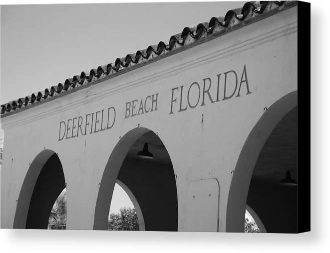 Black And White Canvas Print featuring the photograph Deerfield Beach Florida by Rob Hans