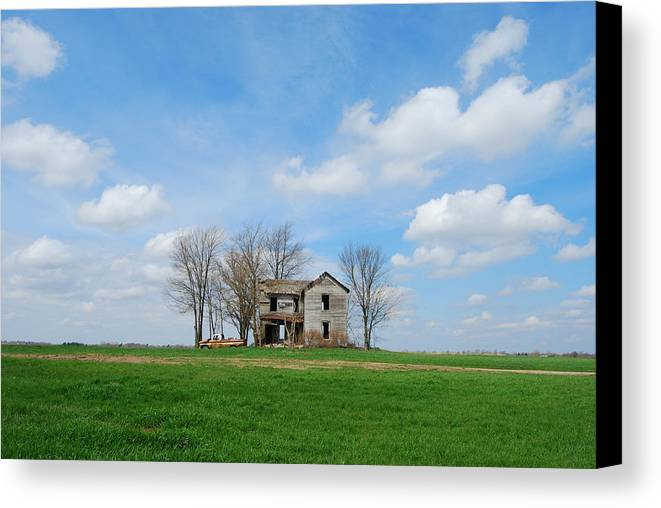 Illinois Canvas Print featuring the photograph Farmstead by Harold Clayberg