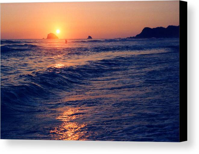 Sunset Canvas Print featuring the photograph Sunset Swimmer At Zipolite by Lyle Crump
