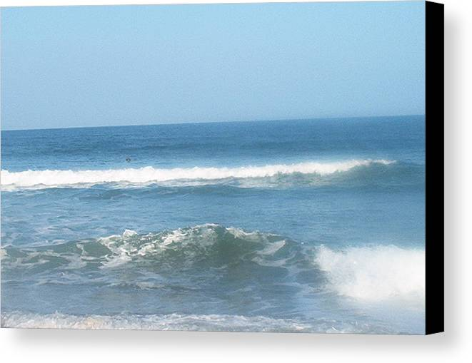 Va Beach Canvas Print featuring the photograph Va Beach Ocean Front by Eddie Armstrong