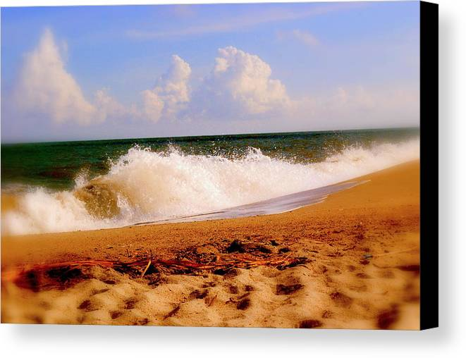 Seascape Canvas Print featuring the photograph Waves Of Edisto by Trudi Southerland
