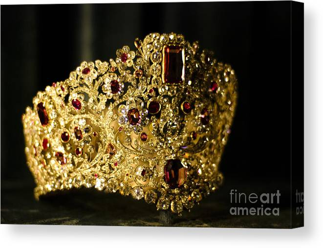 Crown Canvas Print featuring the photograph A Queen's Pride by Syed Aqueel