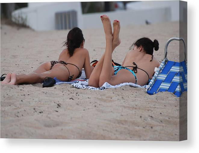 Girls Canvas Print featuring the photograph Beach Combers by Rob Hans