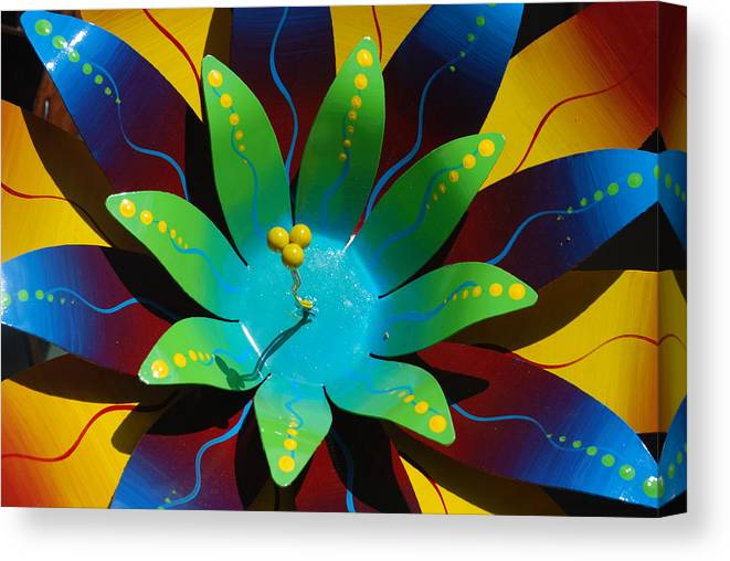 Sculpture Canvas Print featuring the photograph Metallic Flora by William Thomas