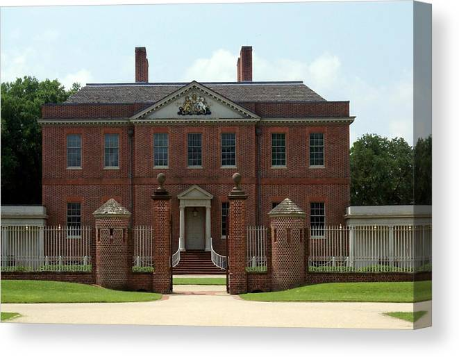 Tryon Palace Canvas Print featuring the photograph Tryon Palace Front With Gaurd Posts by Rodger Whitney