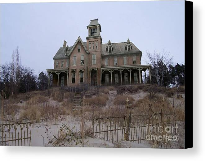 Haunted House Canvas Print featuring the photograph Kettle Point Manor by Tom Straub