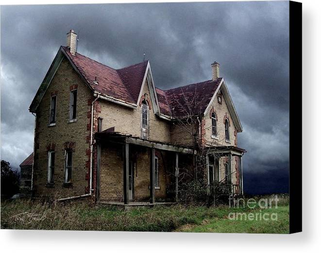 Haunted House Canvas Print featuring the photograph Farm House by Tom Straub