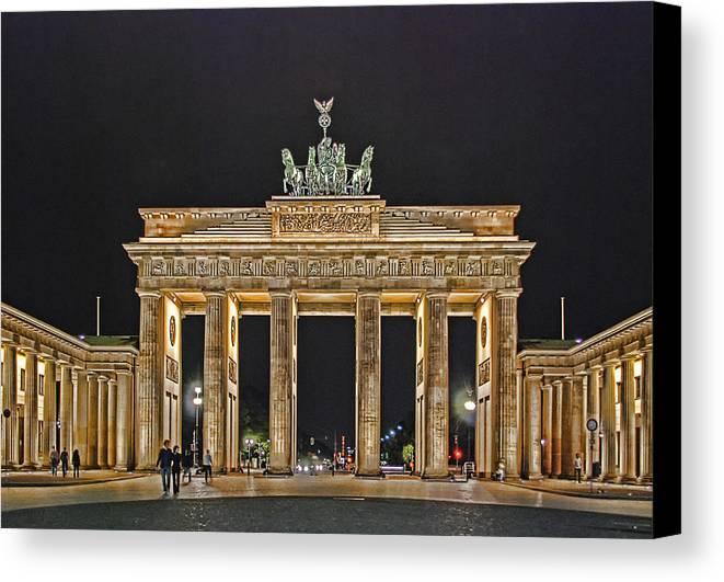 Brandenburger Tor Canvas Print featuring the photograph Brandenburg Gate by Joachim G Pinkawa
