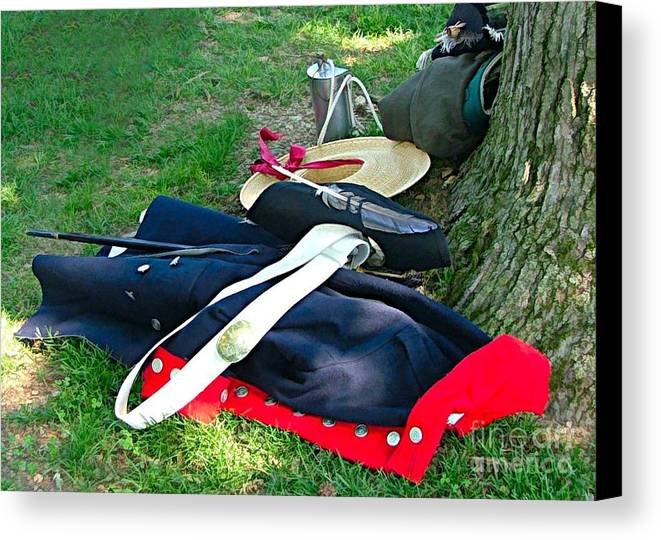 Revolutionery War Photos Canvas Print featuring the photograph A Soldier's Things by Julie Dant
