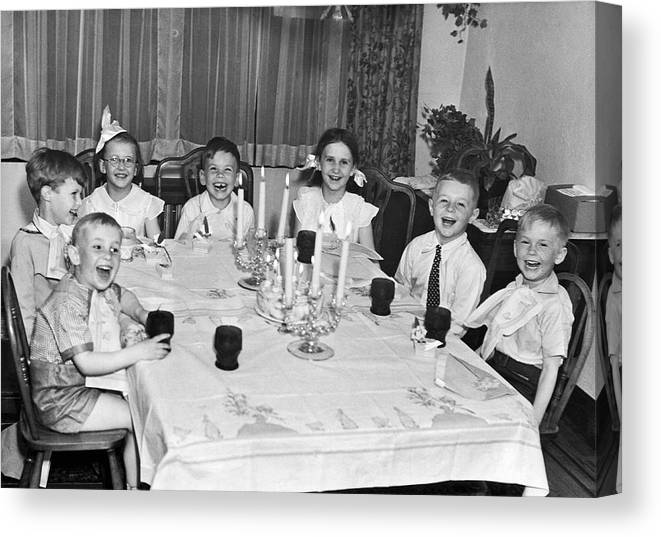 1940 Canvas Print featuring the photograph Young Children Laughing by Underwood Archives