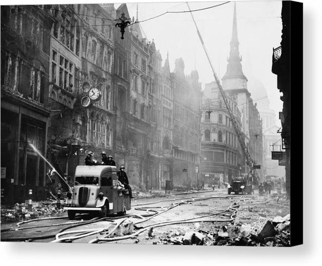 History Canvas Print featuring the photograph Ludgate Hill Area Of London by Everett
