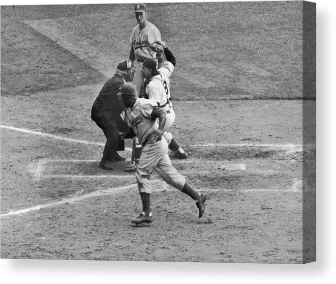 People Canvas Print featuring the photograph Yogi Berra by Hulton Archive