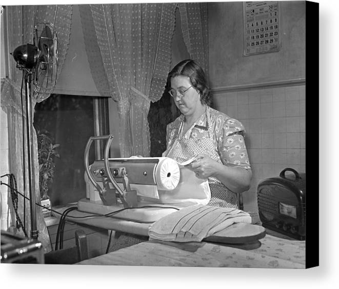 1942 Canvas Print featuring the photograph Tennessee Farm Wife, 1942 by Granger