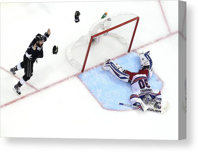 Playoffs Canvas Print featuring the photograph 2014 Nhl Stanley Cup Final - Game Five by Bruce Bennett