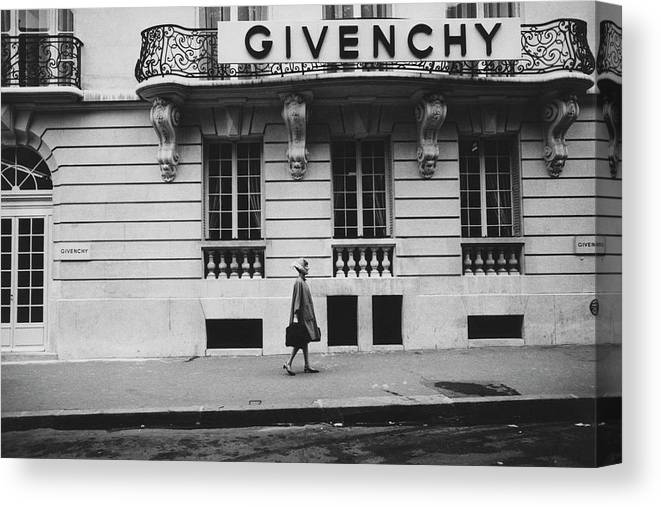 Exterior Canvas Print featuring the photograph Isabel O'Donnell In Front Of Givenchy by Knight Russell