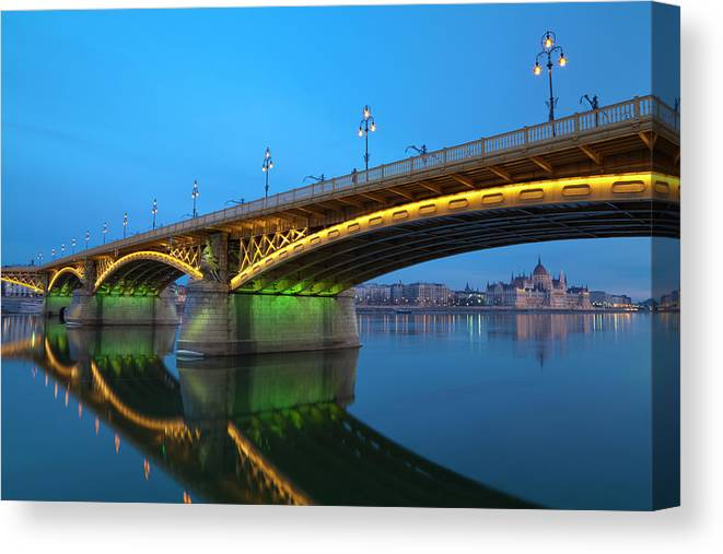 Town Canvas Print featuring the photograph Margaret Bridge And The Parliament by Focusstock