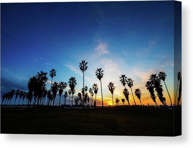 Shadow Canvas Print featuring the photograph Muscle Beach At Dusk by Extreme-photographer