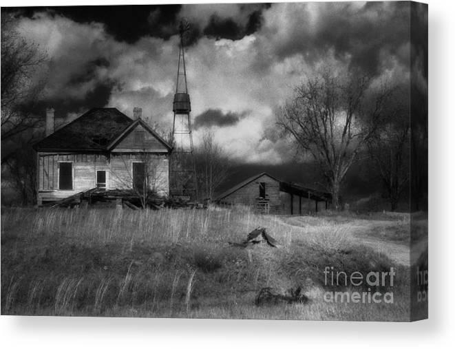 Farms Canvas Print featuring the photograph Old Georgia Farm by Richard Rizzo
