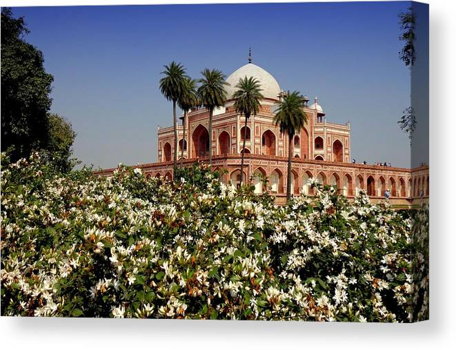 Tranquility Canvas Print featuring the photograph Tomb Of Humayun by Smit Sandhir