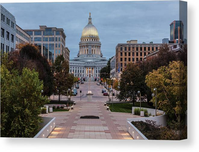 Land Vehicle Canvas Print featuring the photograph Wisconsin State Capitol Building by Kenneth C. Zirkel
