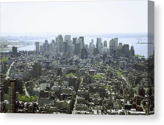 Horizontal Canvas Print featuring the photograph New York City, New York, United States Of America by Colleen Cahill / Design Pics