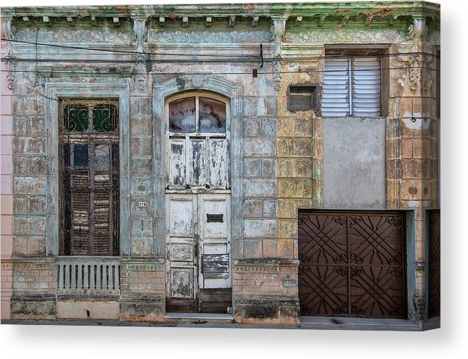 618 Or 276; Cuba Canvas Print featuring the photograph 618 Or 276 by Erron
