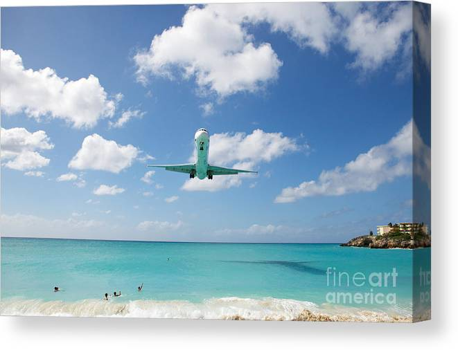 Flying Canvas Print featuring the photograph Final Approach by Kim Fearheiley