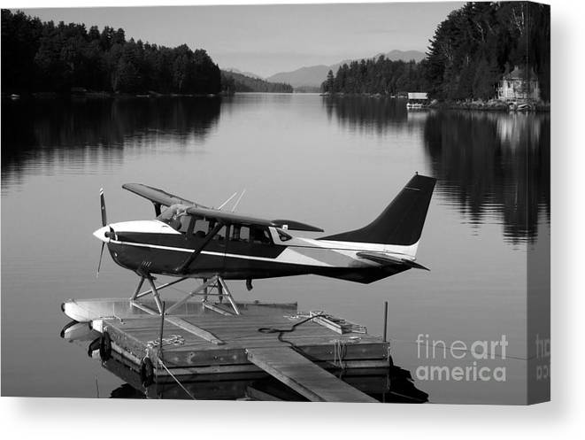 Float Plane Canvas Print featuring the photograph Getting Away by David Lee Thompson