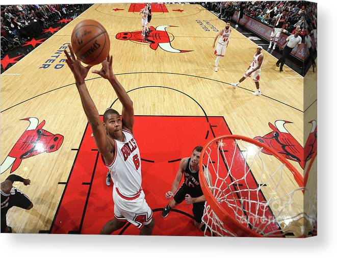 Nba Pro Basketball Canvas Print featuring the photograph San Antonio Spurs V Chicago Bulls by Nathaniel S. Butler