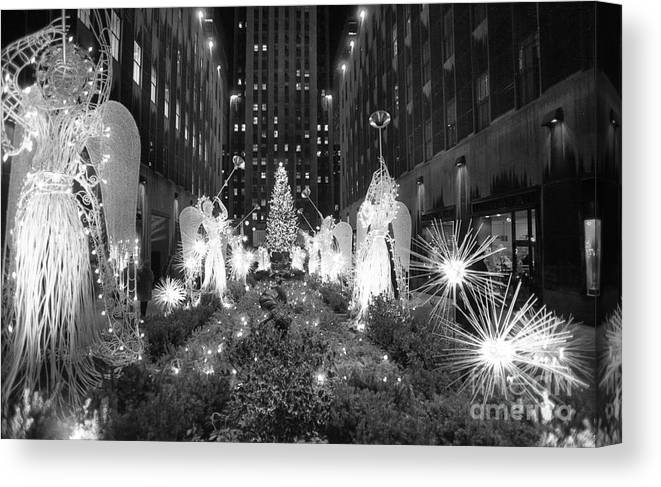 Holiday Canvas Print featuring the photograph Christmas Tree At Rockefeller Center by Bettmann