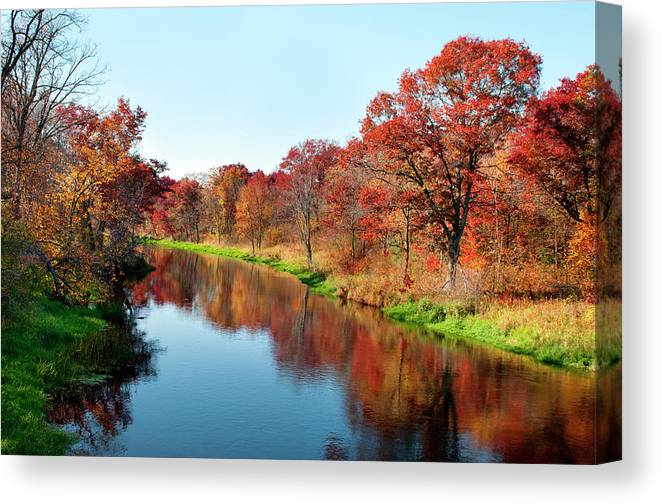 Water's Edge Canvas Print featuring the photograph Autumn In Wisconsin by Jenniferphotographyimaging