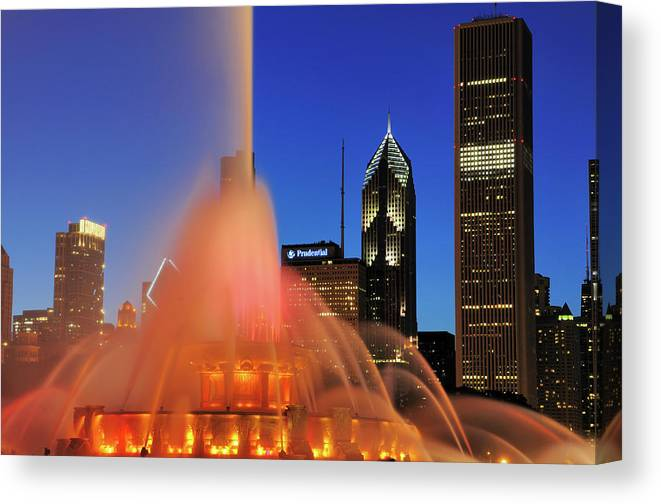 Tranquility Canvas Print featuring the photograph Buckingham Fountain, Chicago by Bruce Leighty