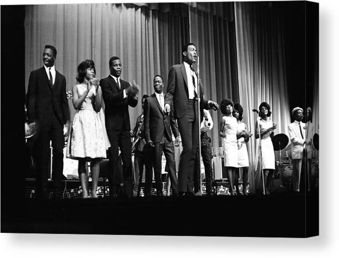 Singer Canvas Print featuring the photograph Marvin Gaye At The Apollo by Michael Ochs Archives