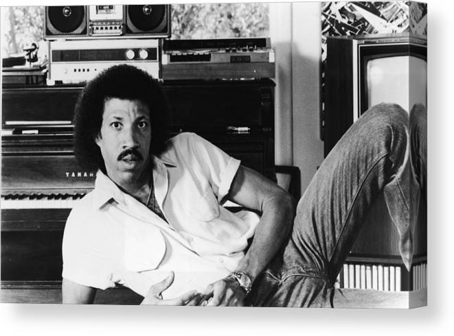 Singer Canvas Print featuring the photograph Portrait Of Lionel Richie by Hulton Archive