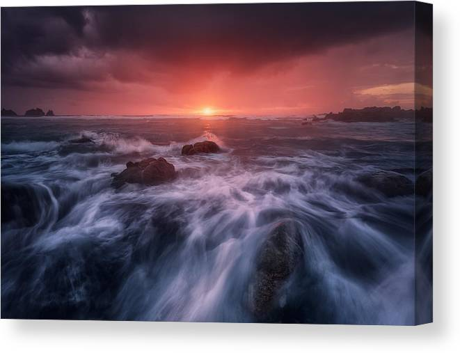 Sea Canvas Print featuring the photograph Reira by Carlos F. Turienzo